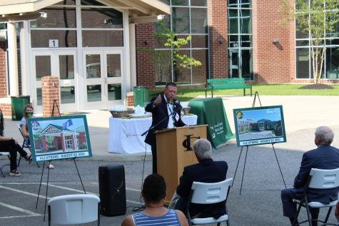 Superintendent Doug Straley gives speech to crowd at the ten year anniversary of the August 23, 2011 earthquake.